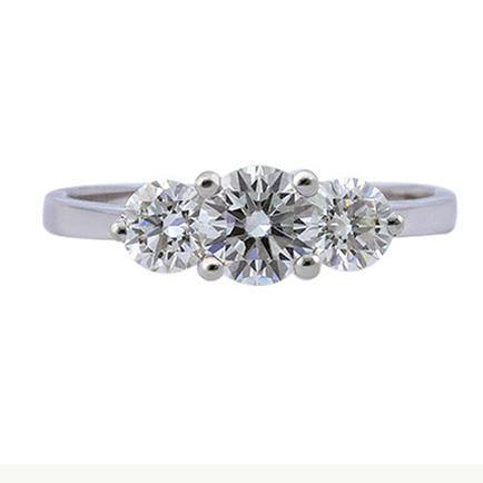 ... Помолвочное кольцо с 3 бриллиантами 1,27 ct (центр 1 бриллиант 0,65 bb95b792478