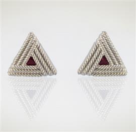 Запонки Треугольник из серебра 925 пробы с гальваническим покрытием родием , артикул R-22.02
